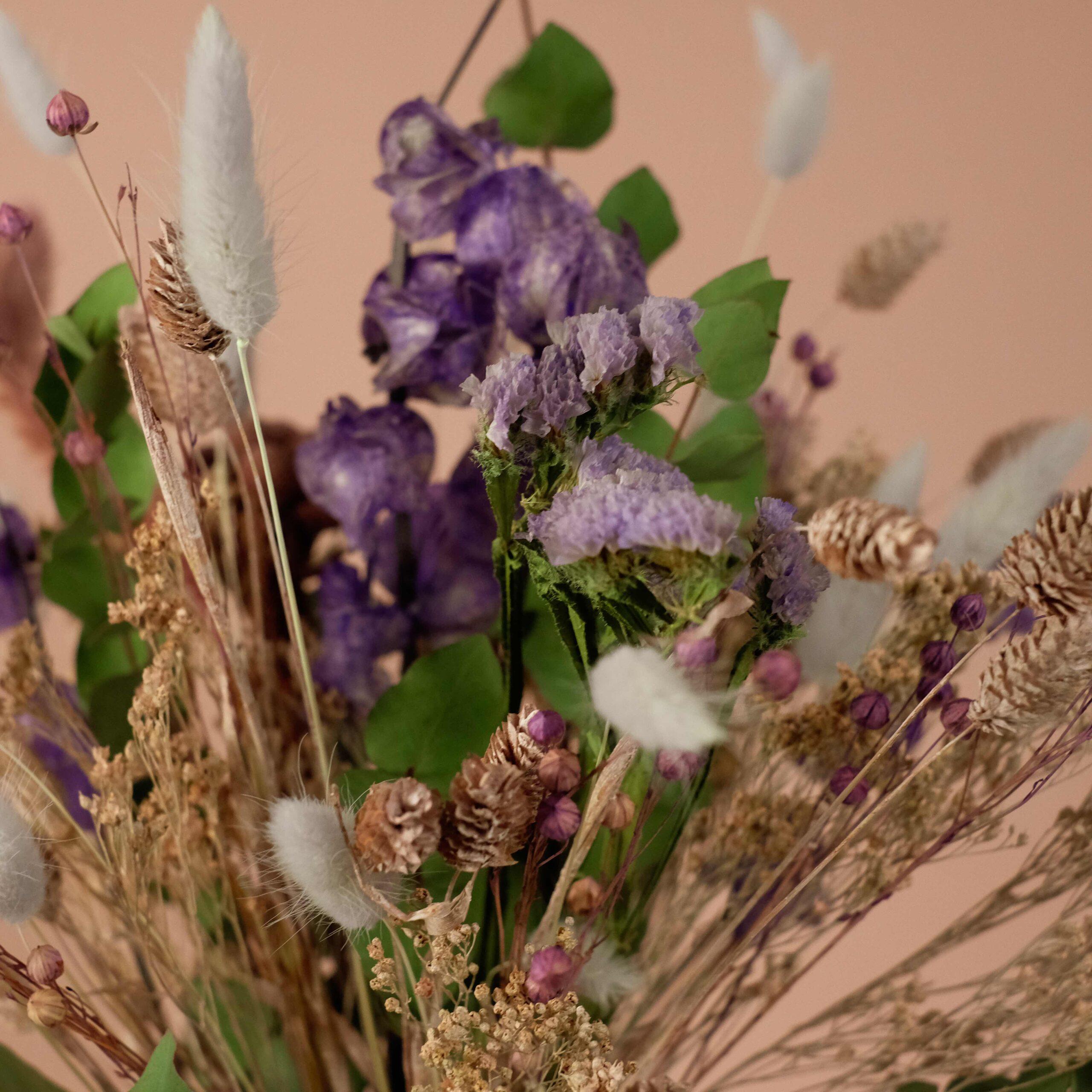 bouquet-fleurs-sechees-violet-atelier-lavarenne-fleuriste-lyon-3