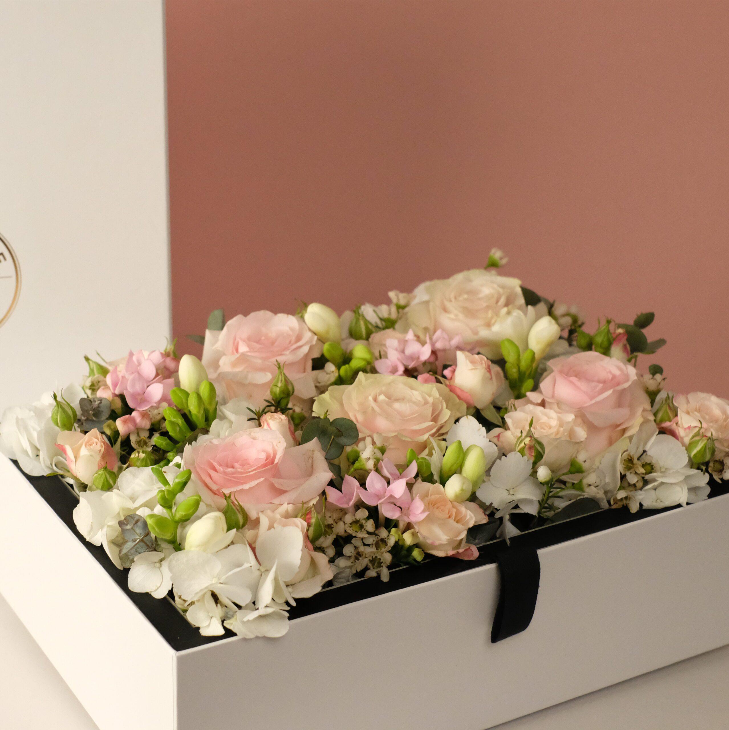 coffret-fleurs-rectangle-tendresse-atelier-lavarenne-fleuriste-lyon