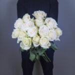 bouquet-de-roses-blanches-atelier-lavarenne-fleuriste-livraison-lyon