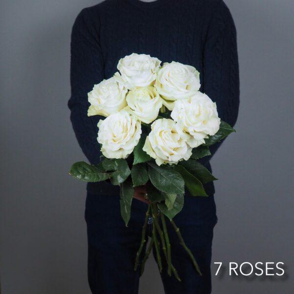 bouquet-fleurs-7-roses-blanches-atelier-lavarenne-livraison-fleurs-lyon