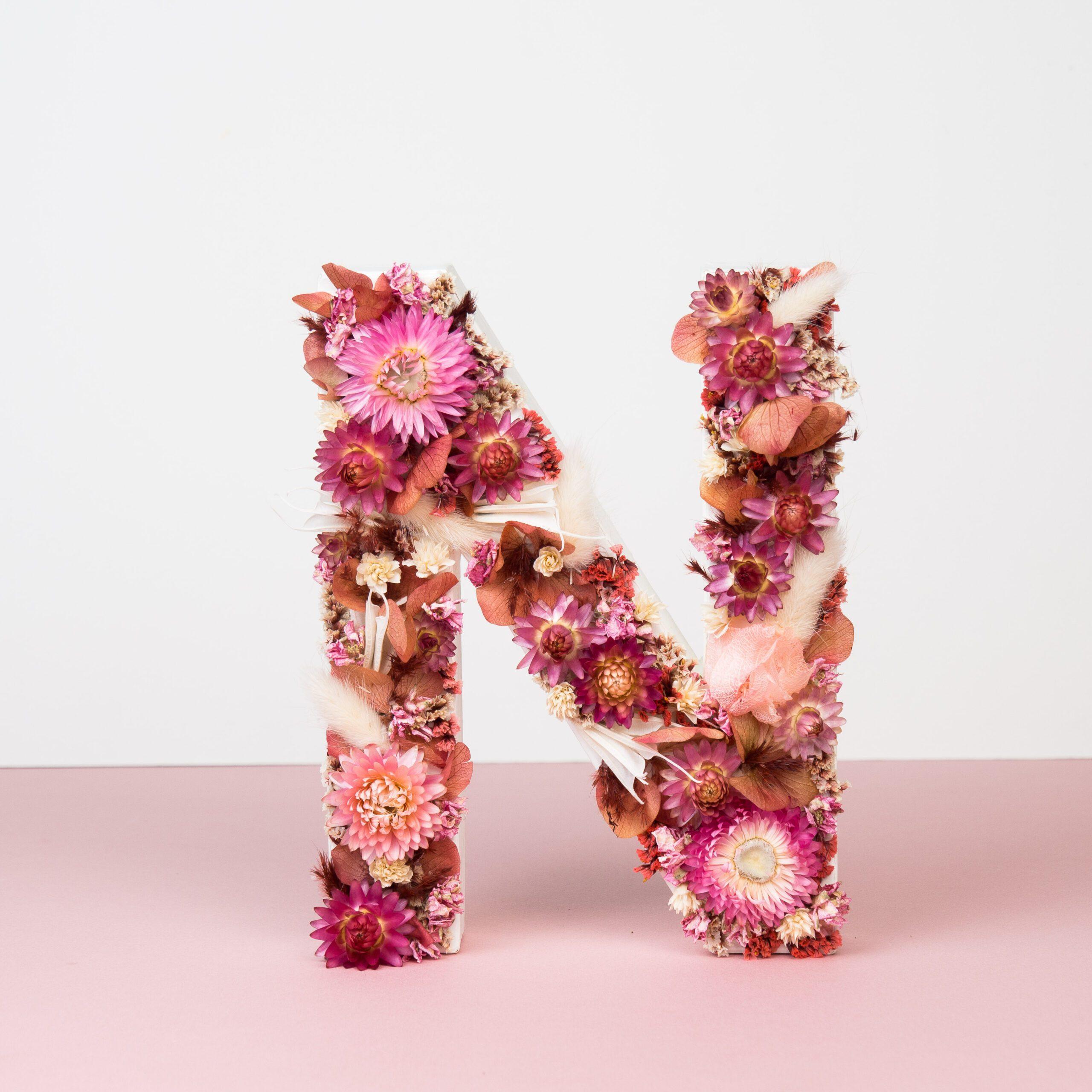 lettre en fleurs séchées lettre N