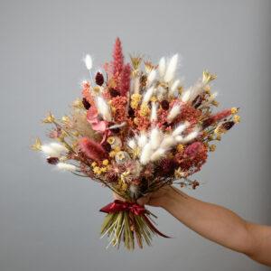 Bouquet de fleurs séchées grenat